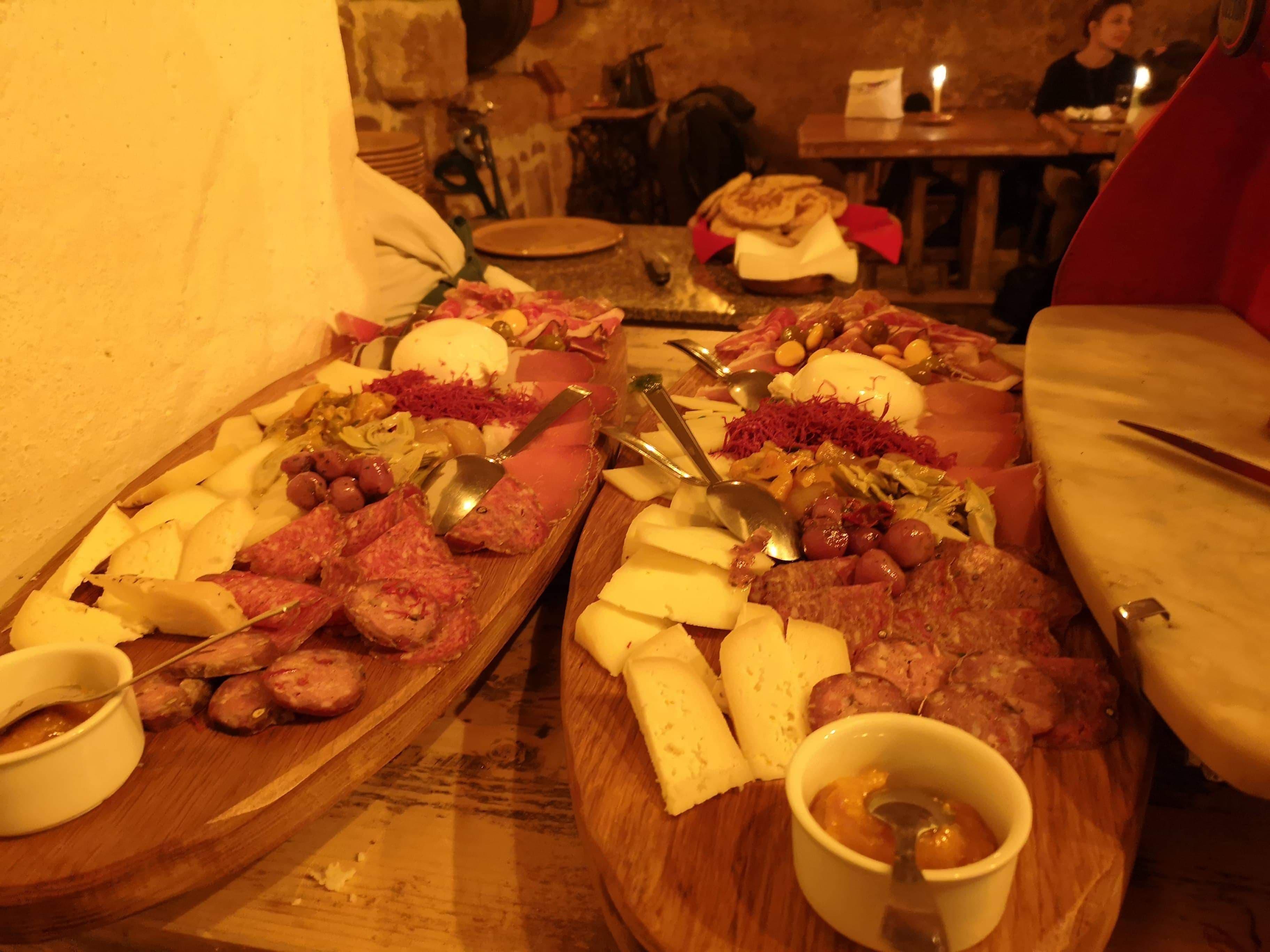 Aufschnitt und Käse aus Apulien