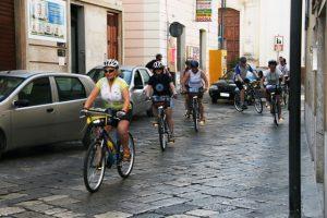 centro storico Matino in bicicletta