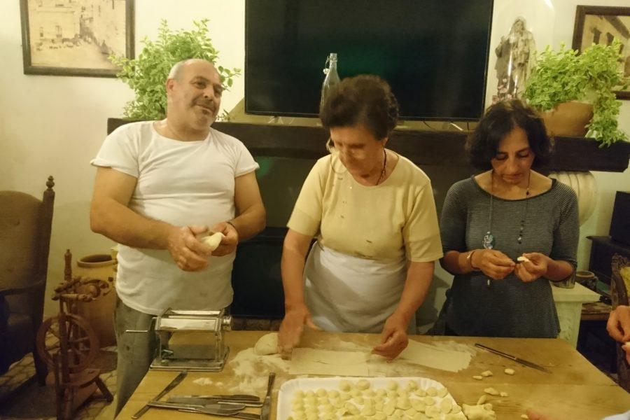 Laboratorio di orecchiette con la nonna Tetta
